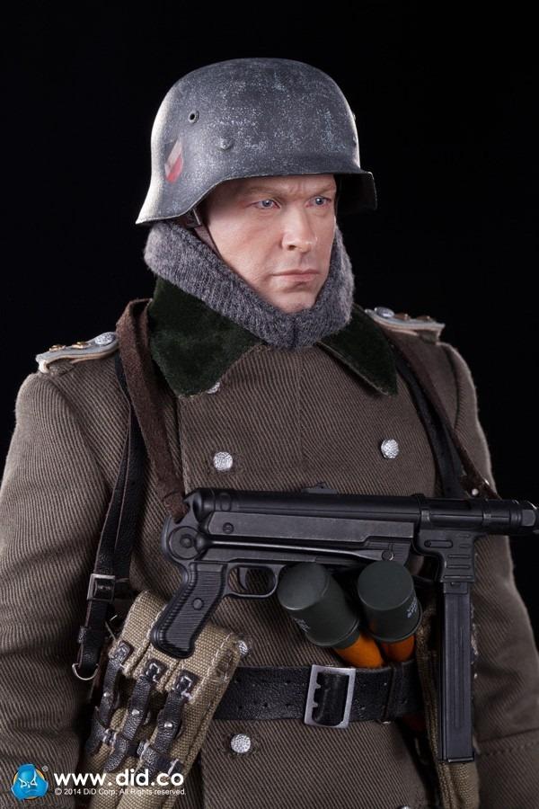 DID 1/6 D80094 WH Infantry Captain Thomas Stanlingrad 1942 · Fairway Hobbies